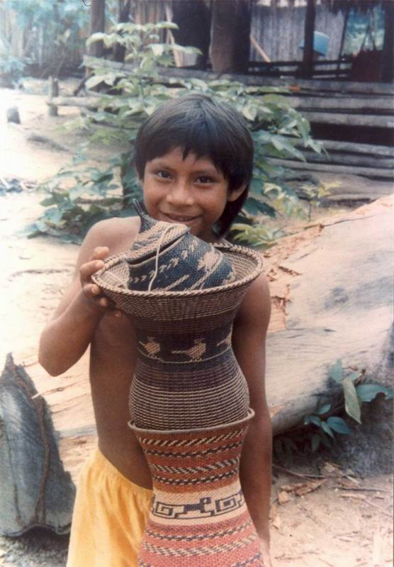 Pictures of amerindians dress and food